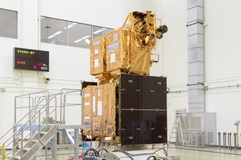 筑波宇宙センター大型振動試験室で実施された正弦波振動試験時のGCOM-Cの様子 写真提供=JAXA