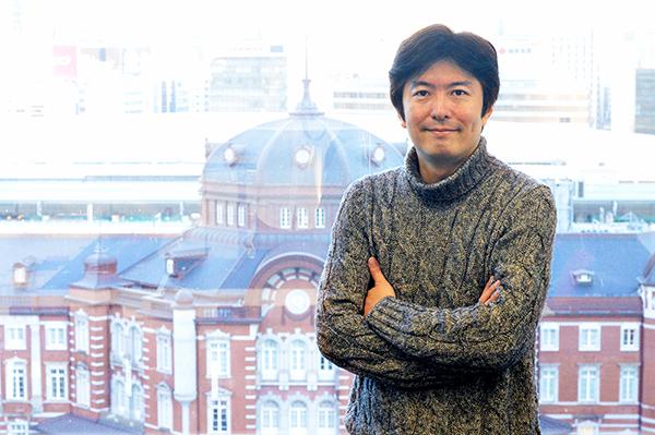 栗本 博行 名古屋商科大学教授(経営学部長) 神戸大学経営学部卒業後、大阪大学経済学研究科にて修士(経済学)および博士(経済学)を取得。製品開発戦略を主な研究対象とし、製品アーキテクチャおよび製品ライフサイクルを中心概念とした規格競争分析に関する論文を多領域に亘って執筆。近年は事業継承、長寿企業に関する研究に取り組む。現在、ビジネススクールではMBAプログラムの立ち上げからカリキュラム運営まで幅広く携わる。